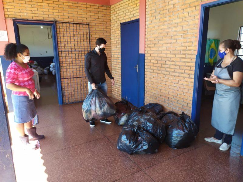 Com a chegada do frio, Agehab acelera entrega de agasalhos