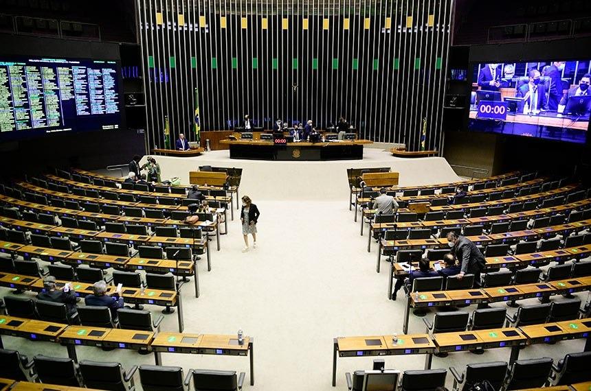 Congresso garante federações partidárias e suspensão de prova de vida