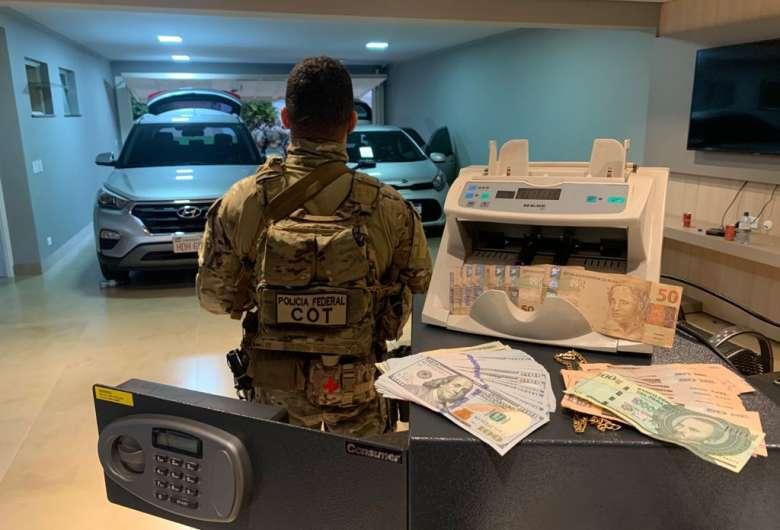 PF cumpre mandados na fronteira contra o tráfico internacional de drogas