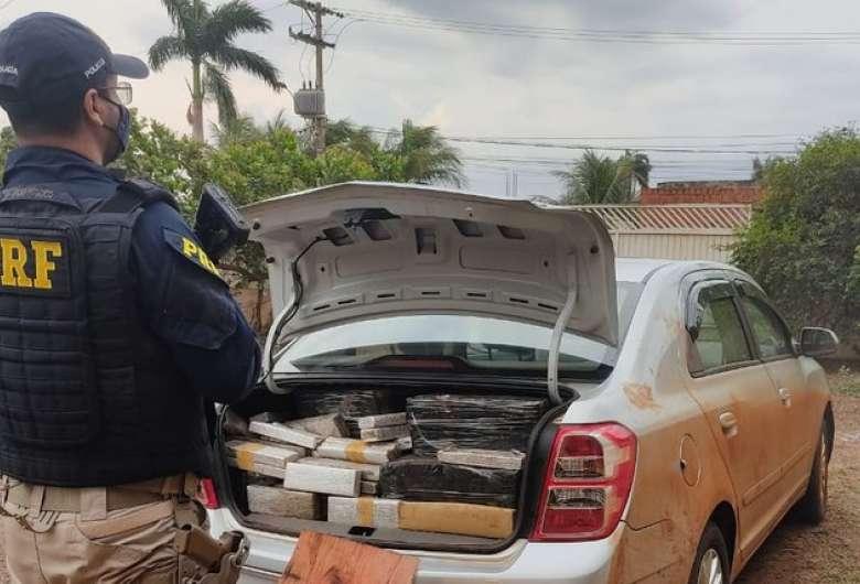 Polícia recupera veículo e apreende mais de 400kg de maconha