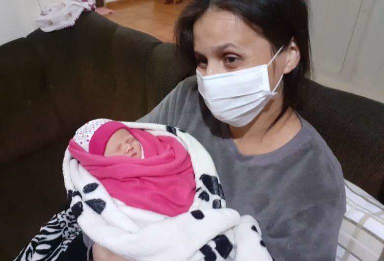 """Desenganada por médicos, vítima da Covid """"renasce"""" após cesárea e fala em milagre"""