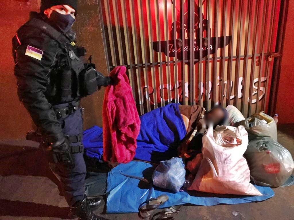 Guarda Municipal realiza entrega de cobertores a moradores de rua