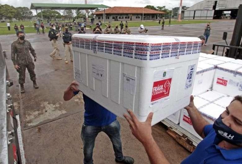 Estado recebe quase 100 mil doses de vacinas contra Covid nesta quarta